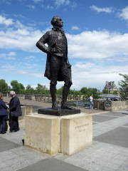 Statue of Thomas Jefferson in Paris.